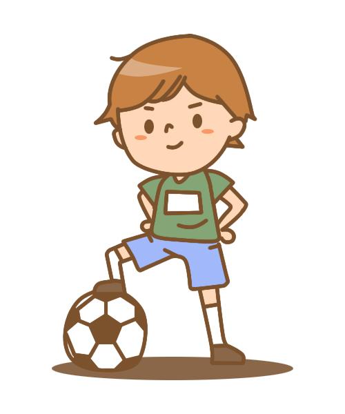 サッカーをする少…