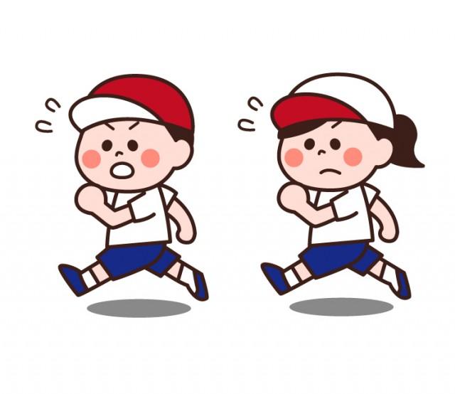 運動会体育で100m走競争かけっこを走る女の子男の子小学生